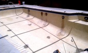 Fiberglass Swimming Pool repair and Paint
