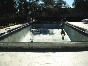Commercial Fiberglass pool Repair and Pool Paint